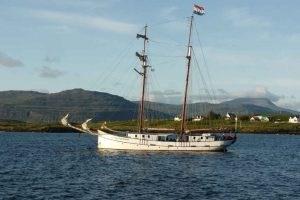 Flying Dutchman vor Anker in Schottland