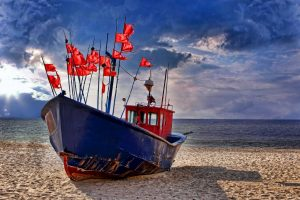 Dänemark Strand mit Fischerboot