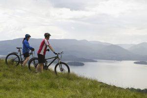 Fahrrad Paar über Loch Schottland