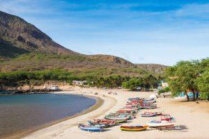 Kapverden Strand mit Fischerbooten