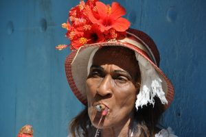 Kuba Frau mit Zigarre