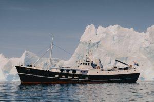 Togo vor Eisberg von Backbord