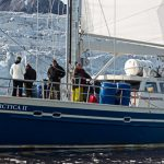 Arctica II vor Gletscherfront